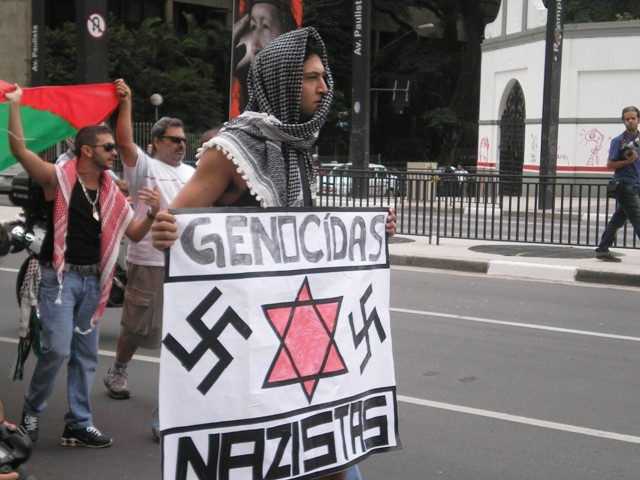 demogenocnazistas2.JPG