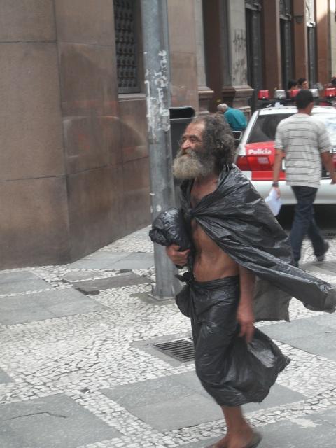 obdachloserplastik.jpg