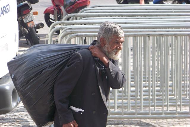 obdachloserplastesack.jpg