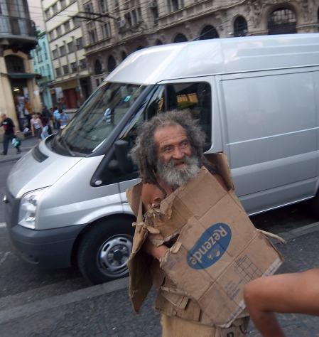 obdachloserpappekleidung.JPG