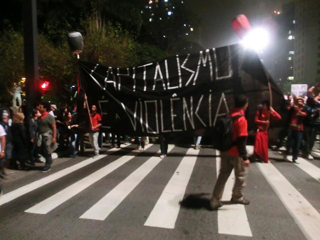 protestecapitalismoviolencia1.jpg