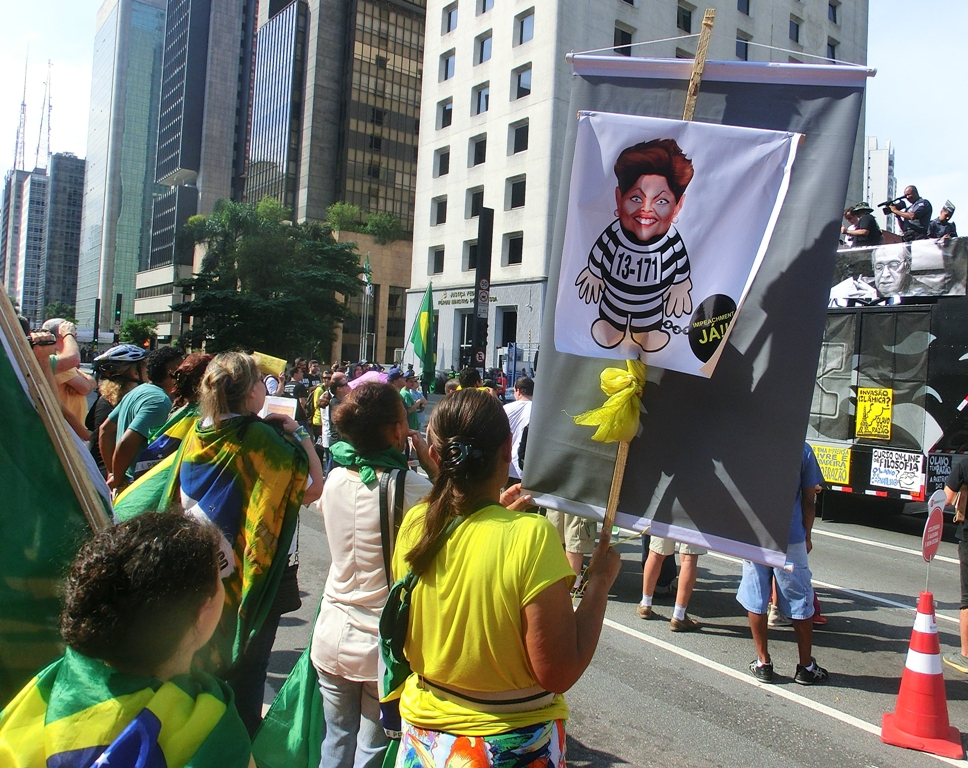 DilmaProtestNov.15SP