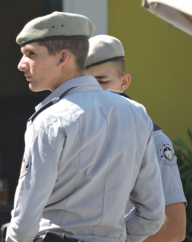 Kuba2Polizisten